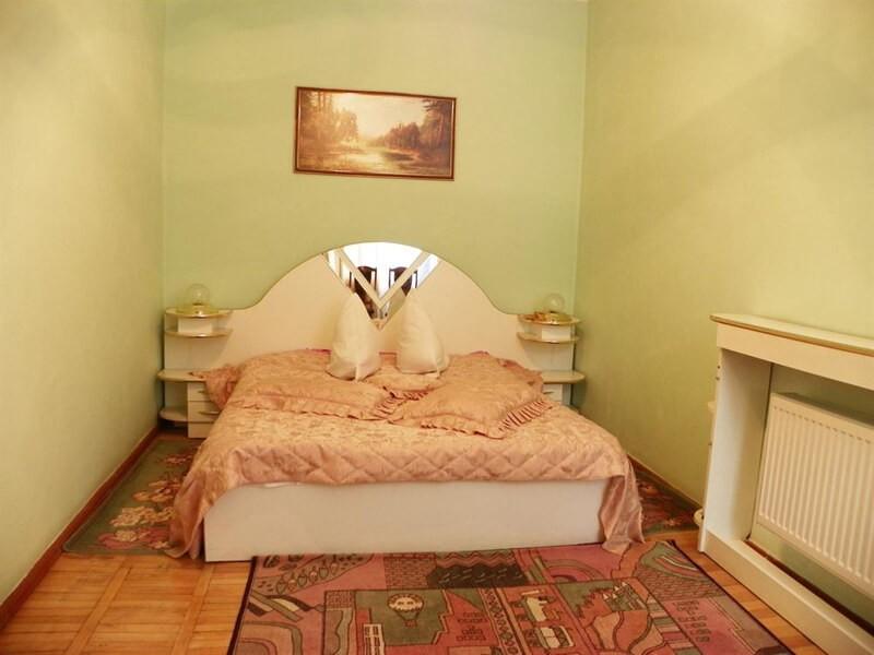 Подолье Сатанов Номер Люкс - Спальня