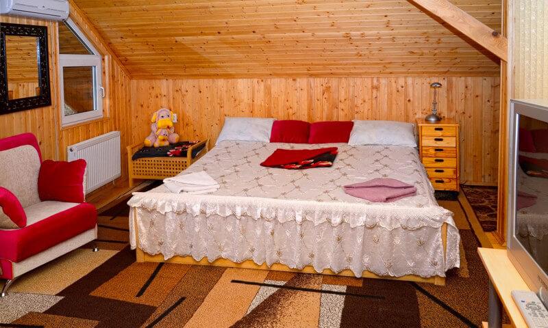 СанаторийЖемчужина Подолья Номер Люкс3 - Кровать