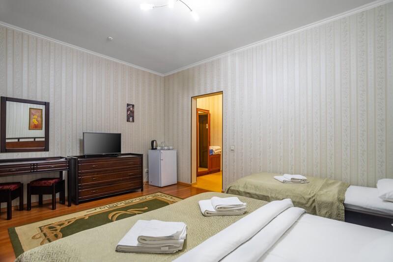 Отель Фантазия Номер ПолуLX 1к. 3мест. - Холодильник