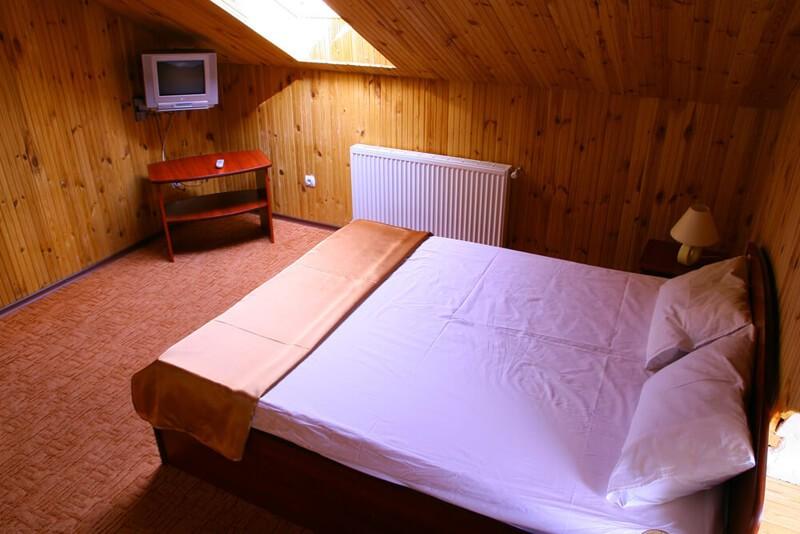 Отель Континент Номер СТ мансард. - Кровать