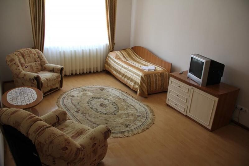 Отель Мараморош Номер СТ 3мест - Кровать