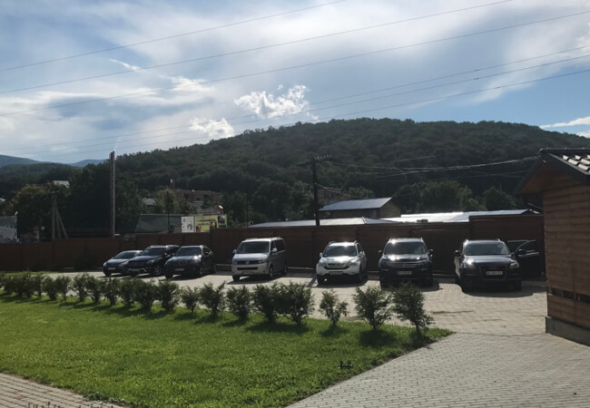 Отель Фантазия в Поляне - Парковка