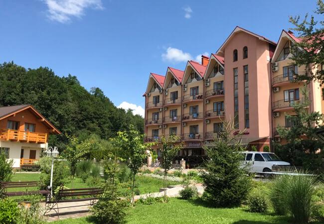 Отель Фантазия в Поляне - Фасад