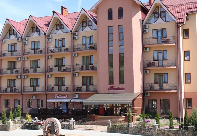Отель Фантазия в Поляне - Вход