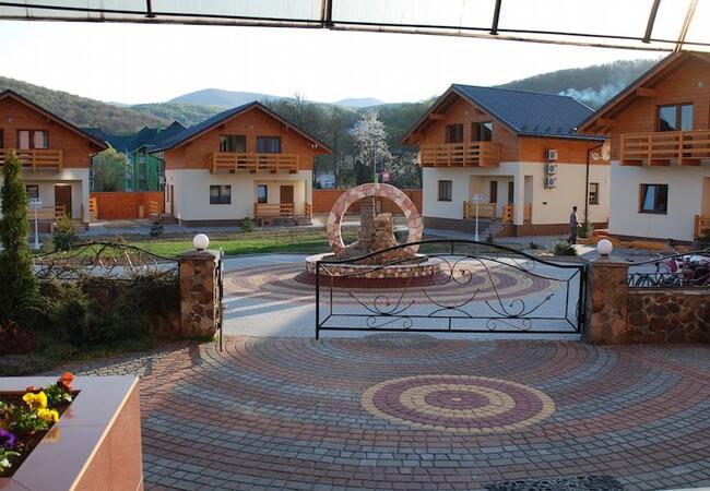 Отель Фантазия в Поляне - Территория