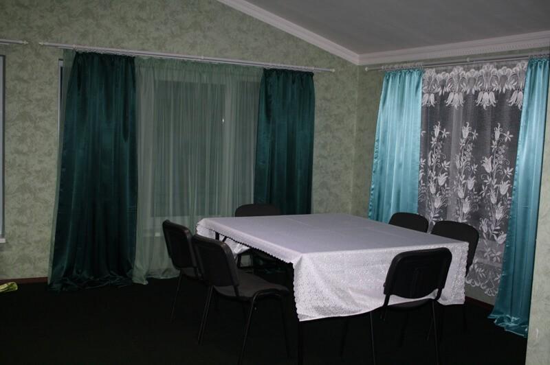 Отель Континент Номер Хостел - Стол