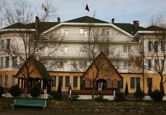 Отель Континент в Поляне - Фасад