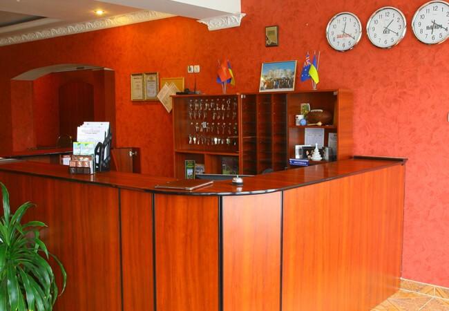 Отель Континент в Поляне - Ресепшн