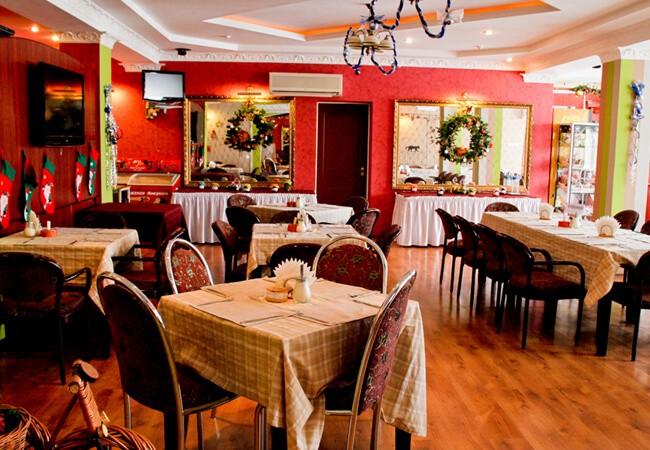 Отель Континент в Поляне - Ресторан