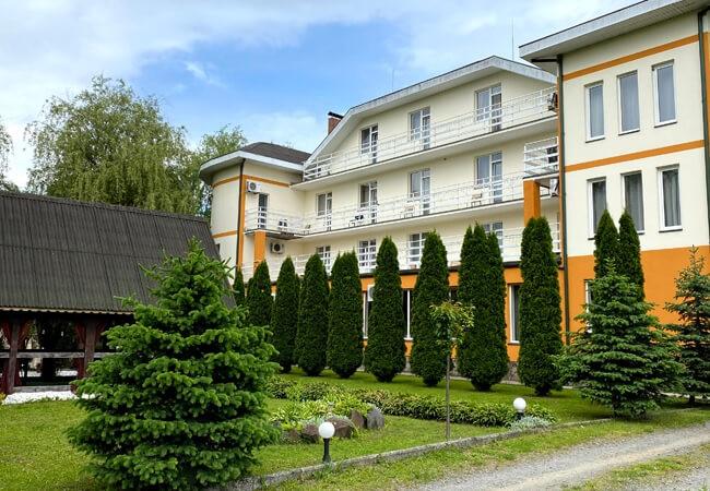 Отель Континент в Поляне - Здание