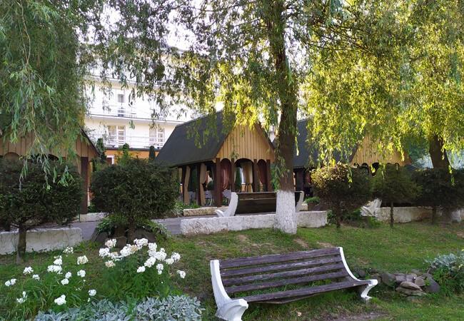Отель Континент в Поляне - Лавочка