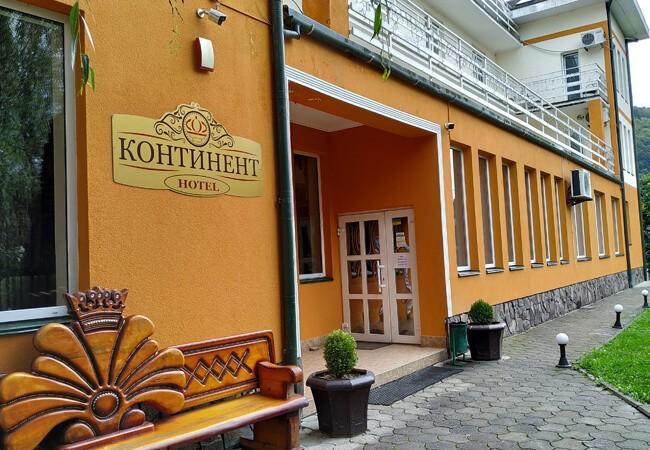 Отель Континент в Поляне - Двери