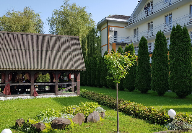 Отель Континент в Поляне - Территория