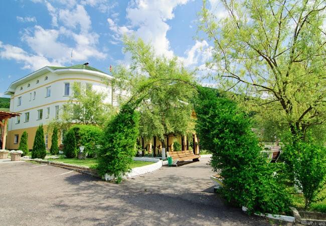 Отель Континент в Поляне - Вход