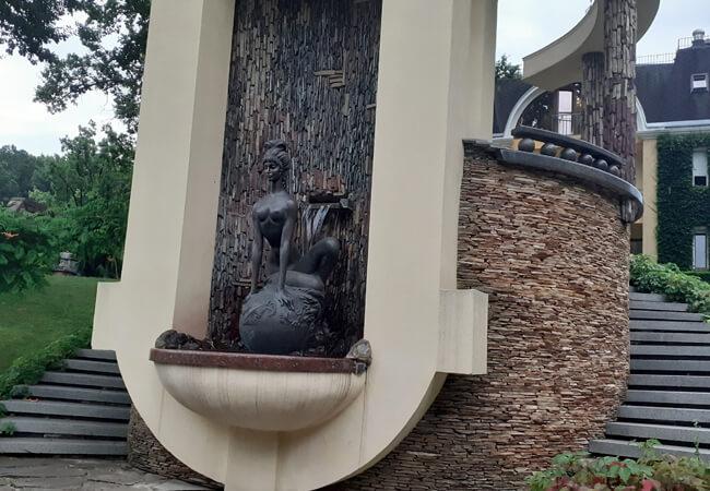 Отель Огненная Саламандра - Памятник