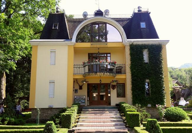 Отель Огненная Саламандра - Вход