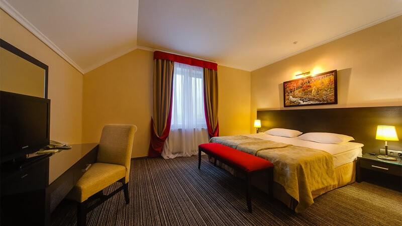 Отель Рейкарц Поляна Номер LX Мансард. - Кровать