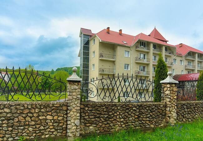 Отель Рейкарц Поляна - Фасад