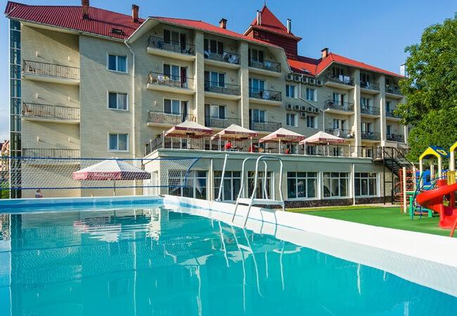 Отель Рейкарц Поляна - Открытый бассейн