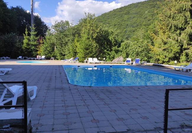 Отель Воеводино Закарпатье - Открытый бассейн