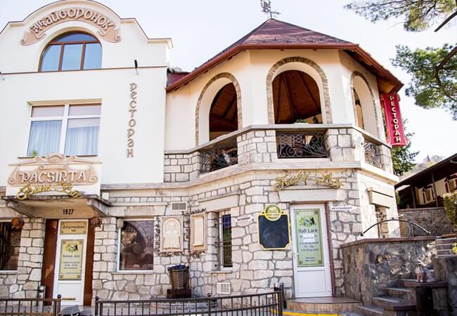 Отель Жаворонок Берегово - Фасад