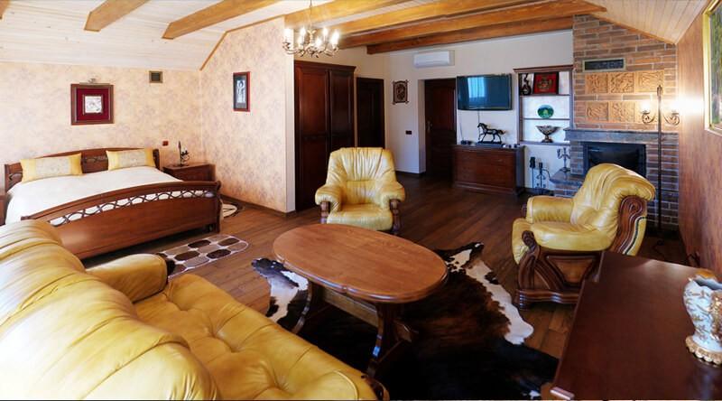 Золотая Гора Номер Винный Дом - Столик