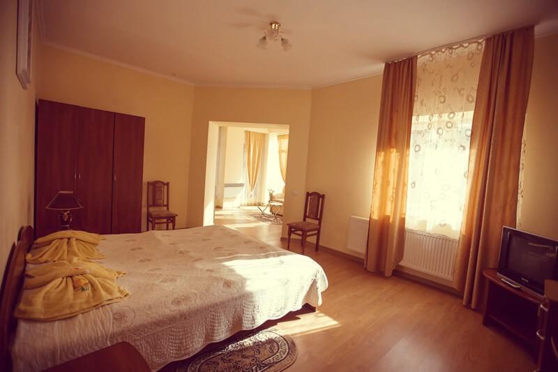 Отель Эдельвейс Номер - Кровать