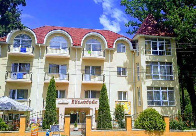 Отель Эдельвейс Шаян - Здание